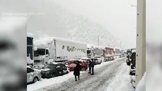200 машин застряли на границе с Грузией