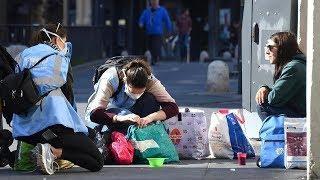 Бездомные и коронавирус. Как выживают те, чей дом - улица