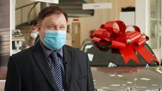 1000 часов работы с COVID-больными! Врач из Кирова получил авто в подарок