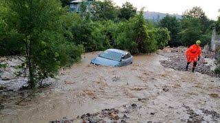 Страшные ливни затопили города в Крыму