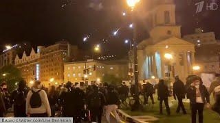 Новые акции протеста вплоть до беспорядков проходят в США сразу в нескольких крупных городах.