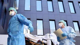 Количество заразившихся снижается. Коронавирус в России впервые пошел на спад